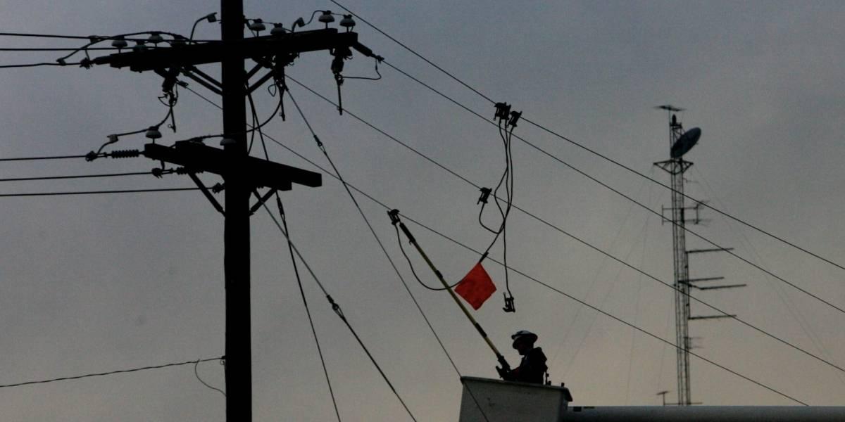 Cable que se descolgó de un poste casi mata a un motociclista en Fontibón