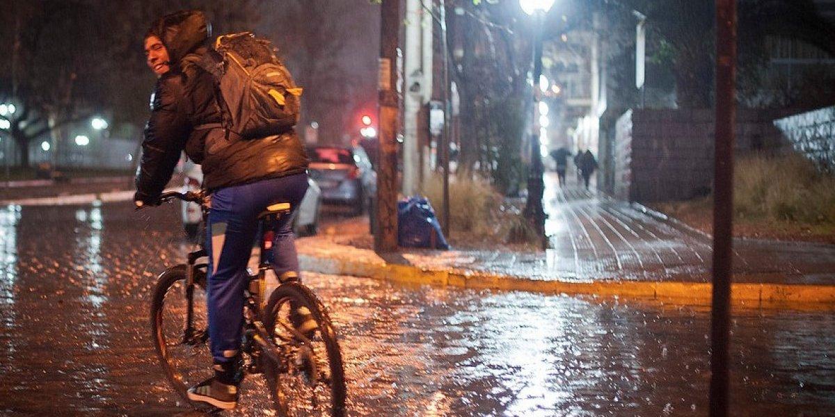 Pronóstico de lluvia para éste martes confirmó la Intendencia Metropolitana y Onemi