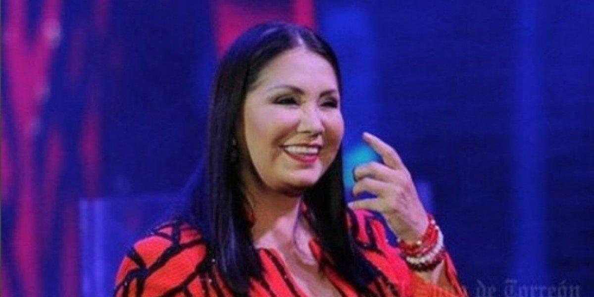 Lanzaron objeto a Ana Gabriel mientras brindaba su concierto en México