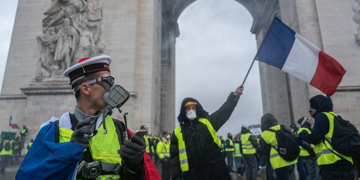 Los chaquetas amarillas contra Macron: París se hunde entre destrozos e incertidumbre