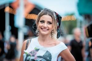 Iêda Pontes, sempre linda, curtindo a final do Vitória Rock Festival