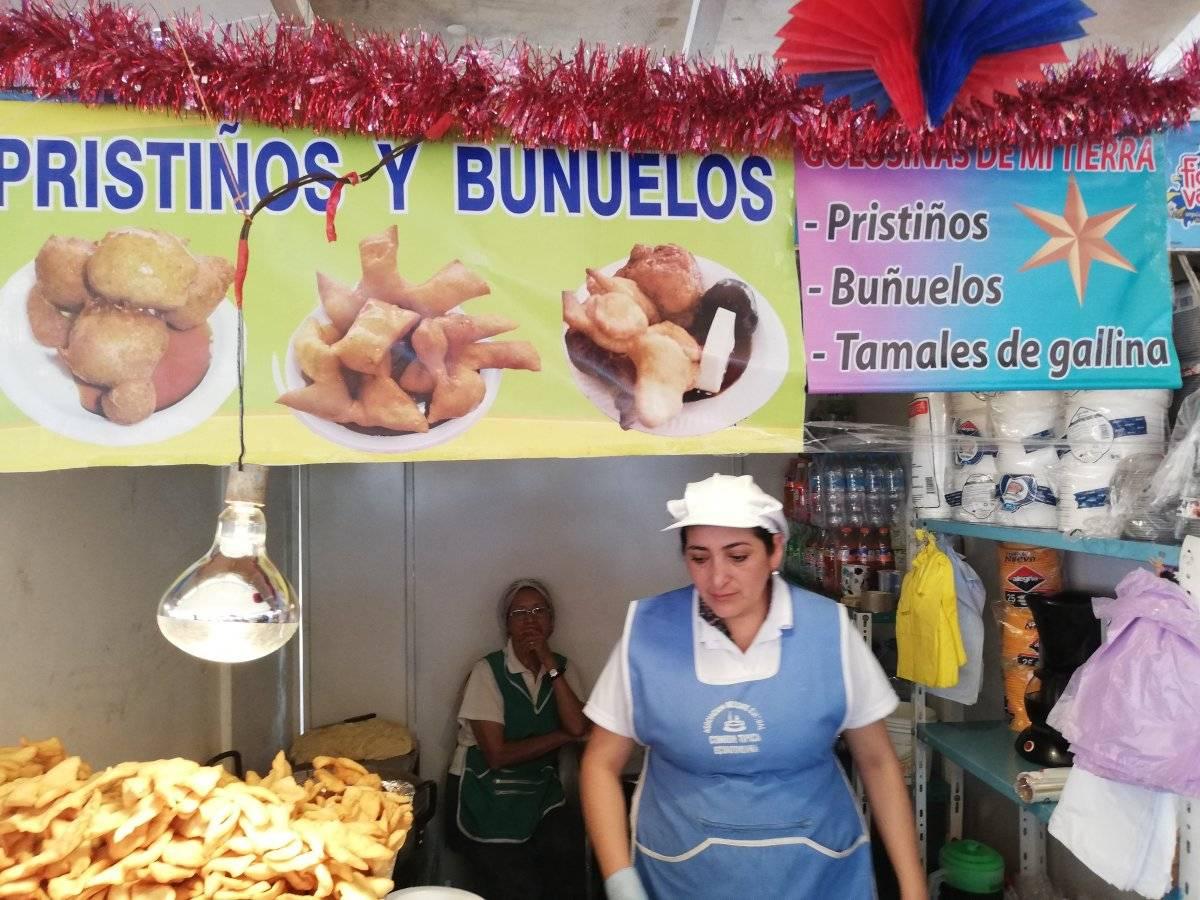 Pristiños en la plaza del Ministerio de Agricultura Metro Ecuador