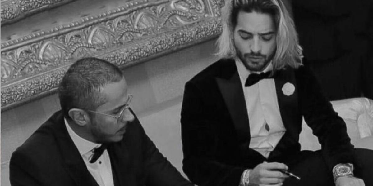 Captan a Maluma firmando misterioso documento ¿Se casa?