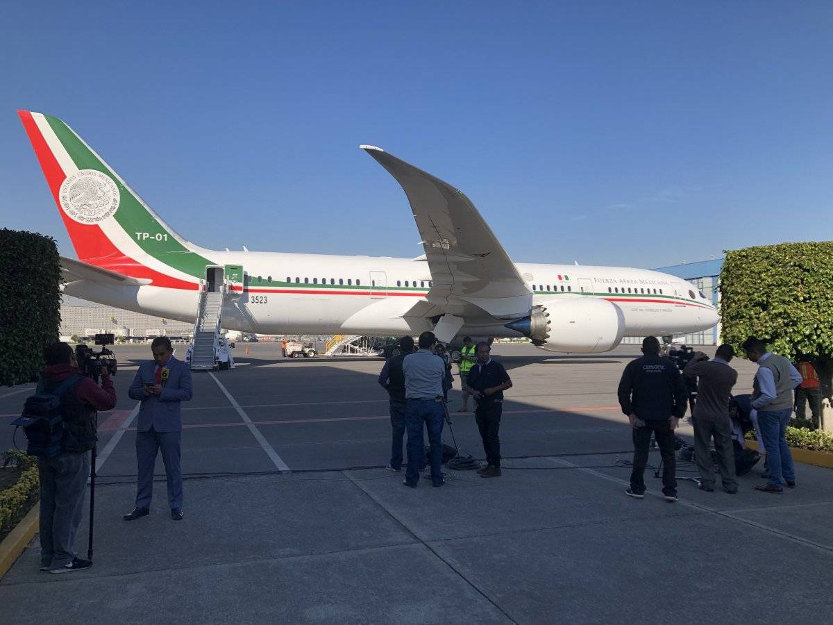 El avión presidencial TP01 José María Morelos y Pavón despegó a las 11:00 horas del lunes 3 de diciembre de 2018, desde el Aeropuerto Internacional de la Ciudad de México, con destino a San Bernardino, California, EU. Foto: Notimex