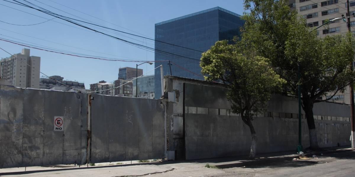 Derrumbe en la nueva Embajada de EU en CDMX deja un muerto
