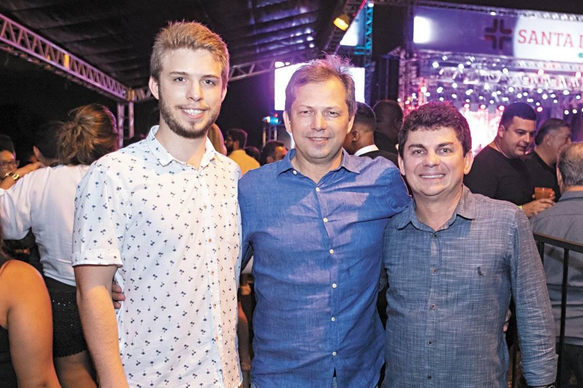 Vinicius, Rossine e Roney Consedey comemoraram os 42 anos da Rede Santa Lucia Bruno Lira