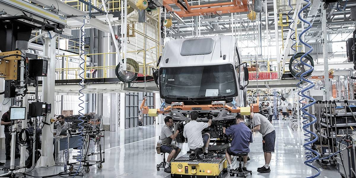 Mercedes contrata 600 temporários para 2019
