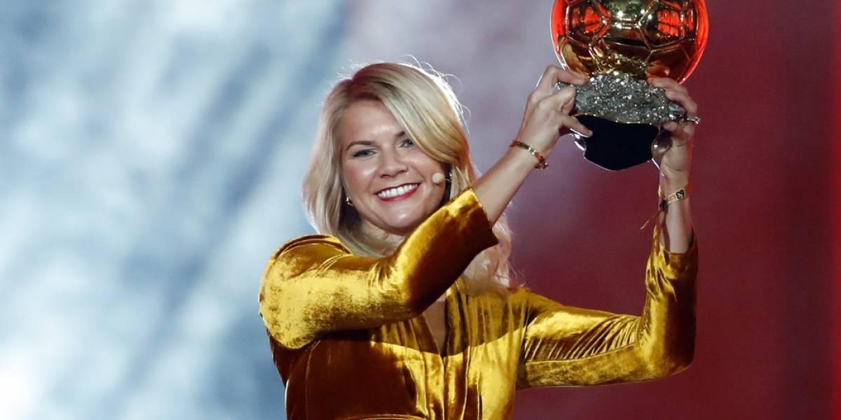 """Por primera vez entregan el Balón de Oro a una futbolista y la pregunta al recibir premio es: """"¿Sabes bailar twerking?"""""""