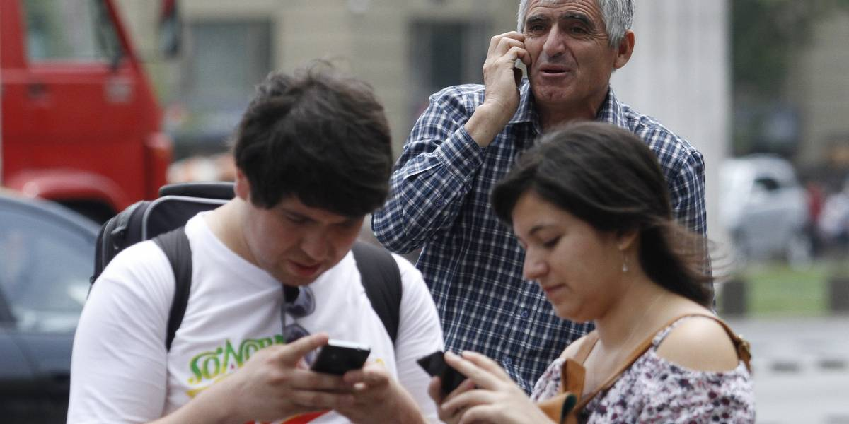 ¿Retroceden los smartphones? Venta de aparatos tecnológicos disminuiría un 8% sus ventas este año