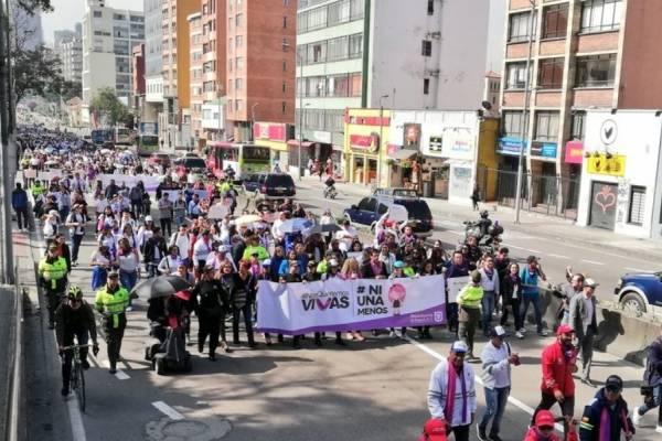 Así avanza la marcha contra el feminicidio en Bogotá