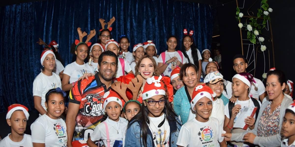 Hony Estrella lleva teatro a estudiantes del Interior