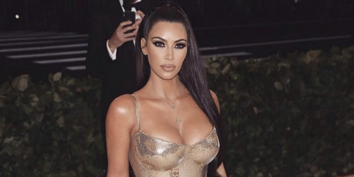 FOTO. Kim Kardashian vuelve a posar sin sostén y presume sus atributos