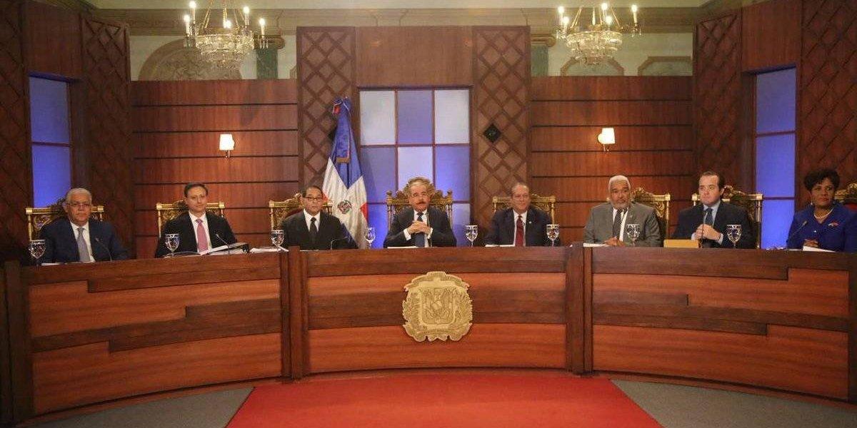 El Consejo Nacional de la Magistratura inicia entrevista a aspirantes a TC
