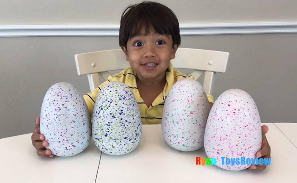 Este pequeño de 7 años gana 22 millones de dólares al año haciendo reviews de juguetes en YouTube
