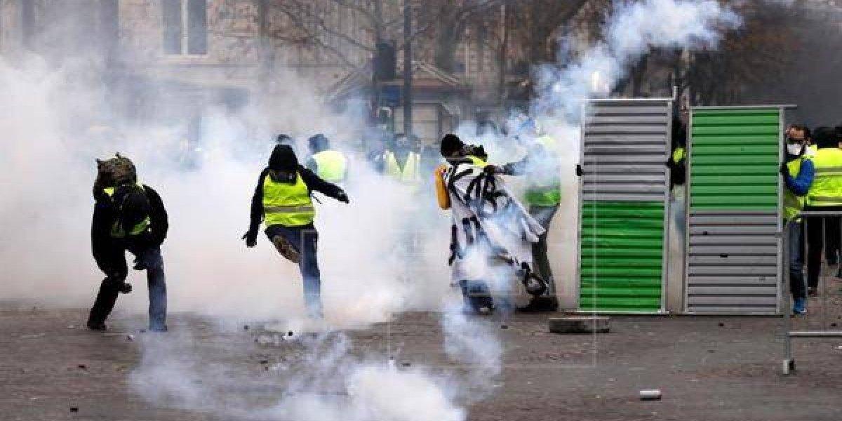 """Los """"chalecos amarillos"""" no dan tregua en Francia"""