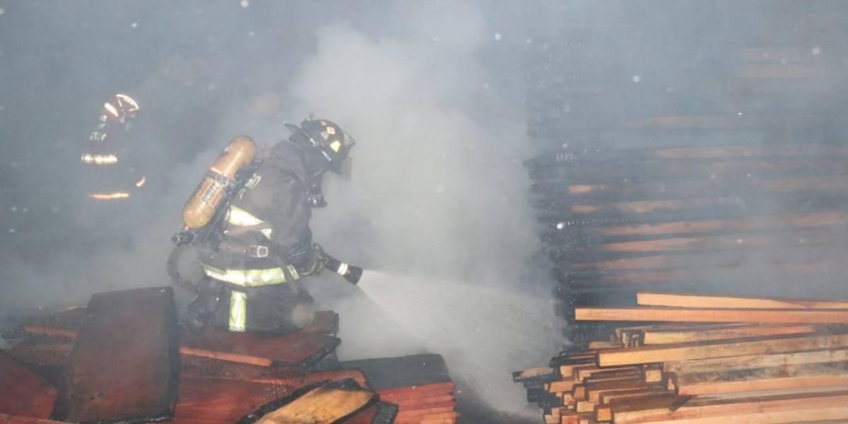 EN IMÁGENES. Incendio en aserradero de ruta al Pacífico deja cuantiosas pérdidas