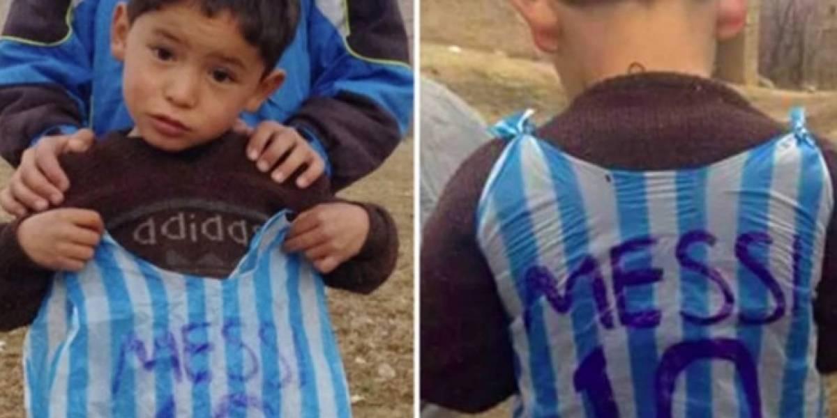 Niño afgano que conoció a Messi huyó de su hogar por miedo a morir