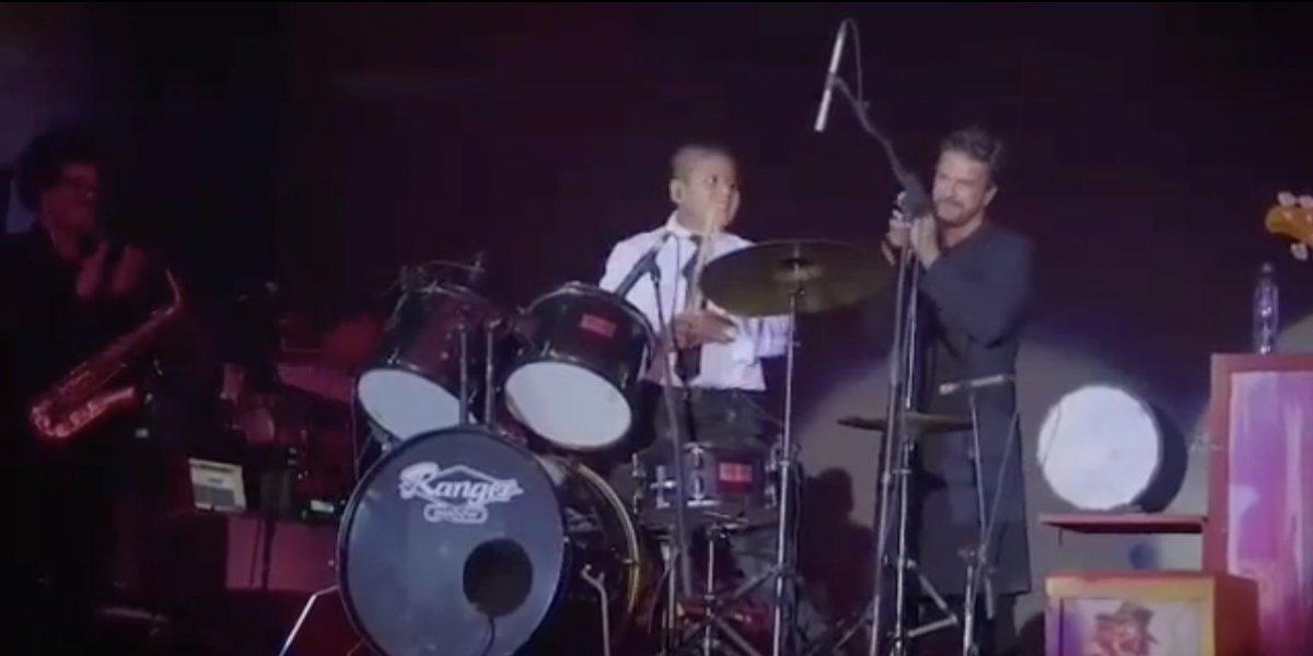 VIDEO. Niño baterista se roba el show en el concierto benéfico de Ricardo Arjona en Guatemala