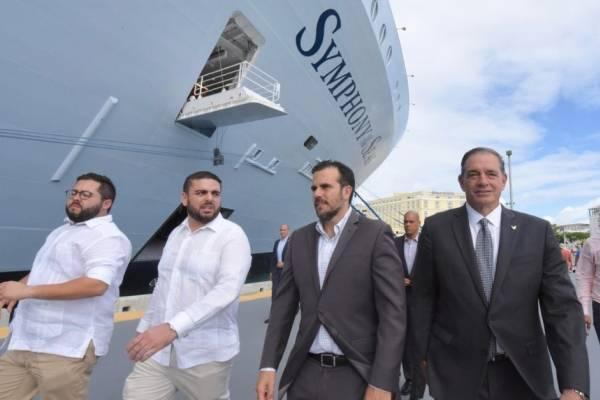 Rosselló recibe al crucero más grande del mundo