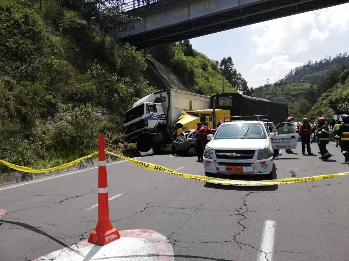 Quito: Siete heridos tras accidente de tránsito en Nayón BOMBEROS QUITO