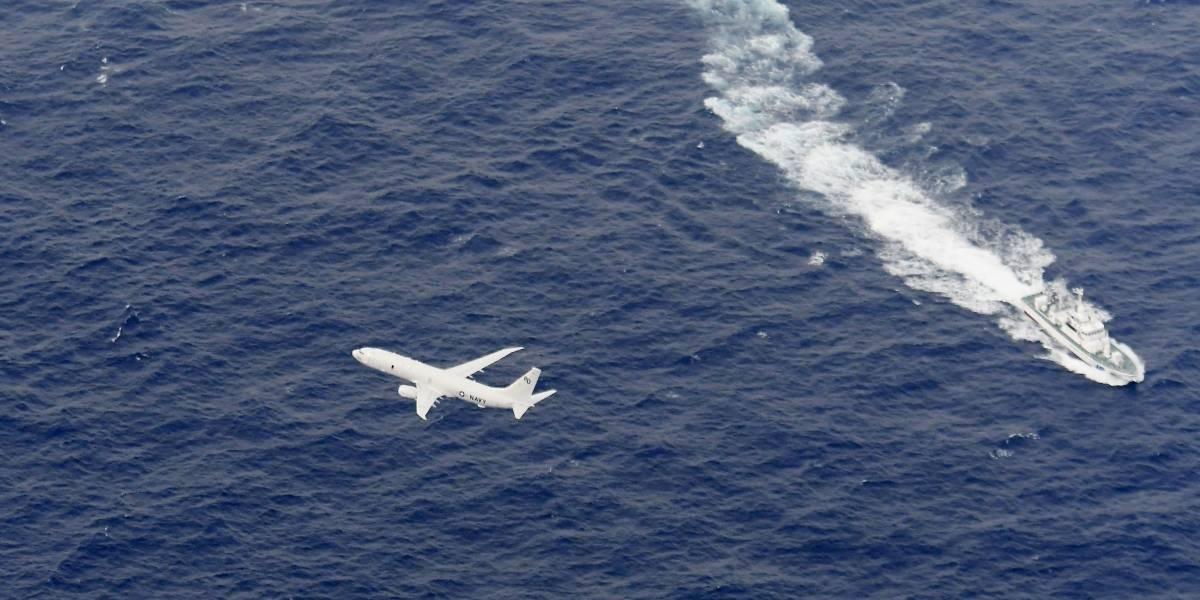 Dois aviões de guerra americanos colidem e caem no mar no Japão
