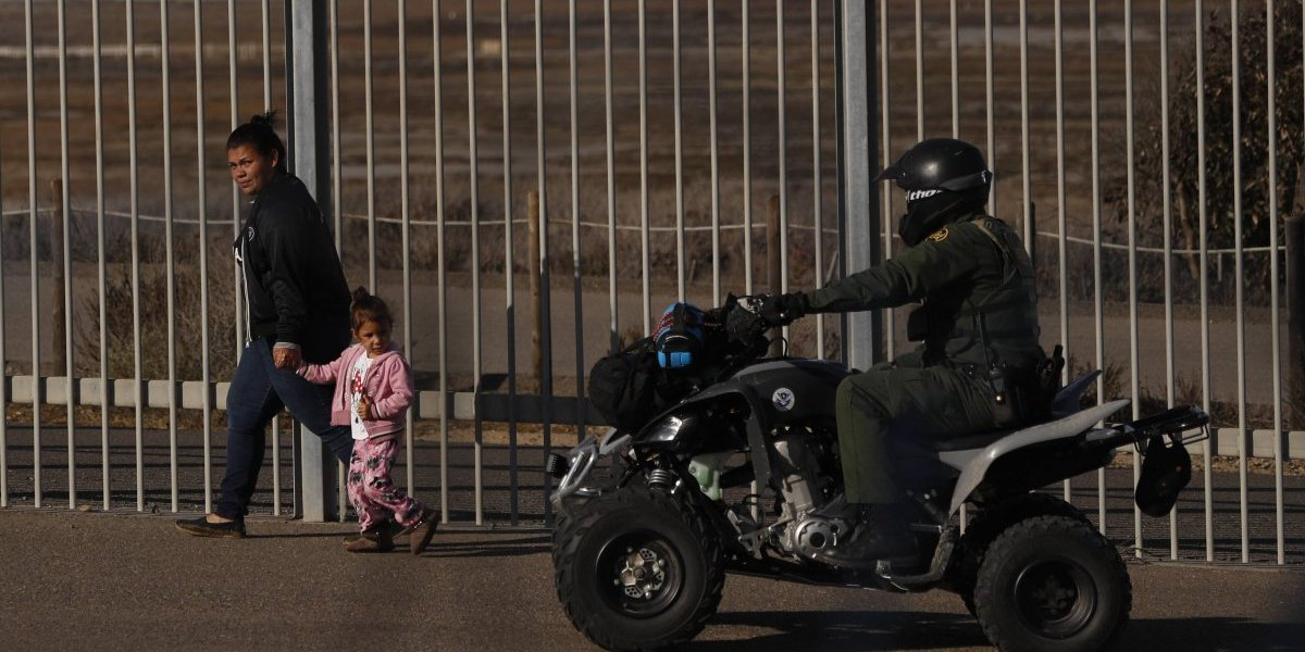 Arrestos de indocumentados en frontera EEUU-México baten récord en noviembre