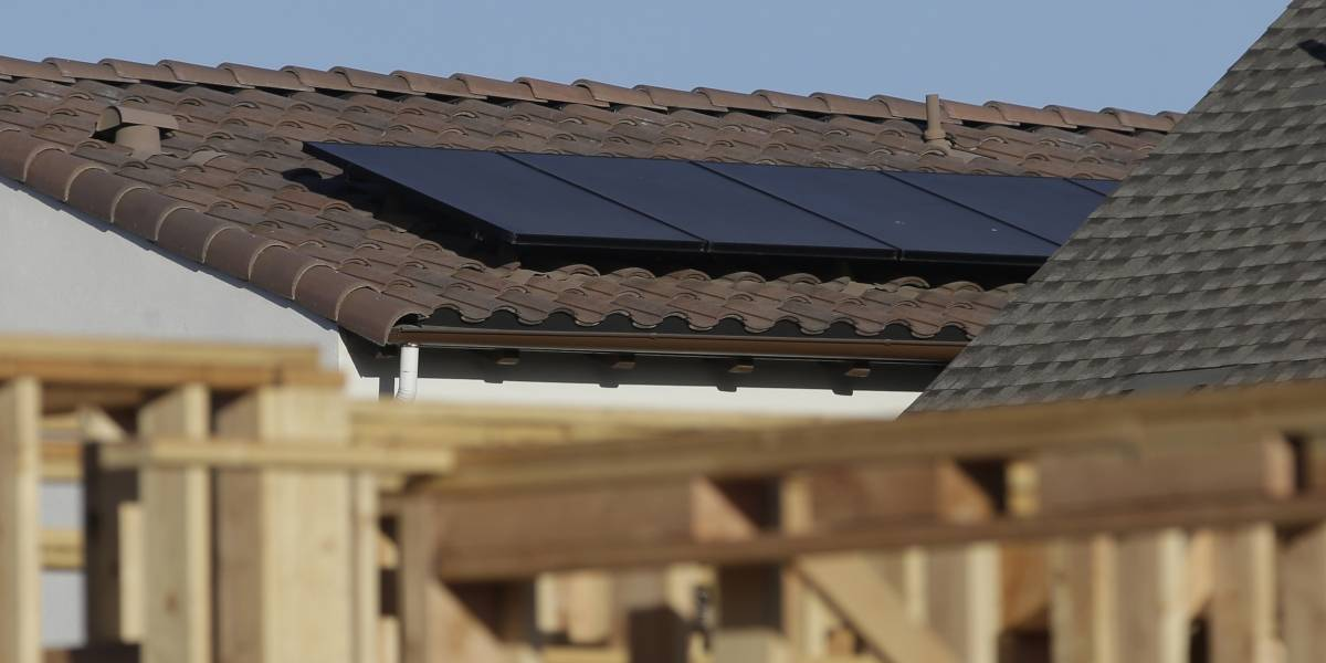 California requiere que casas nuevas integren energía solar