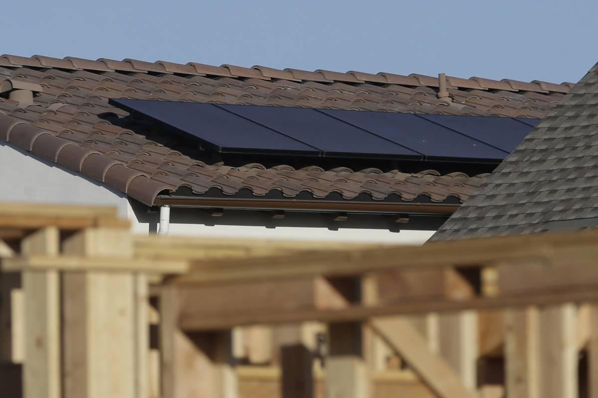 California requiere nuevos hogares para integrar la energía solar.