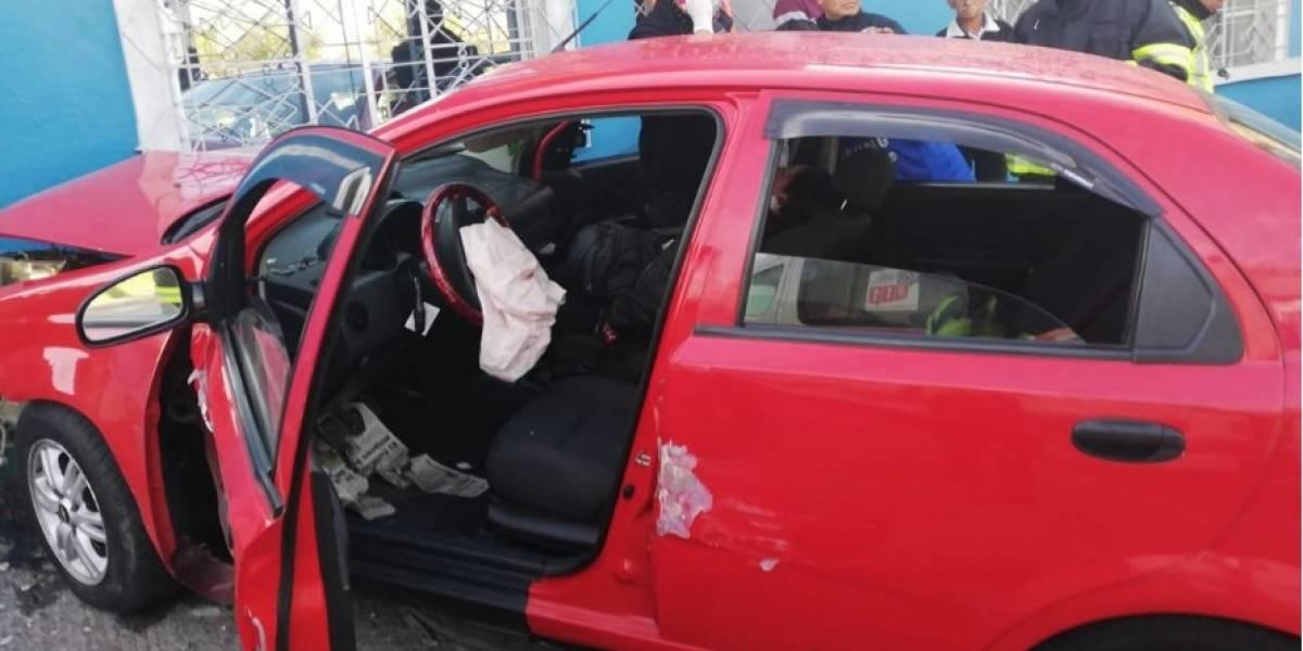 Quito: Vehículo impactó contra vivienda en sector El Camal