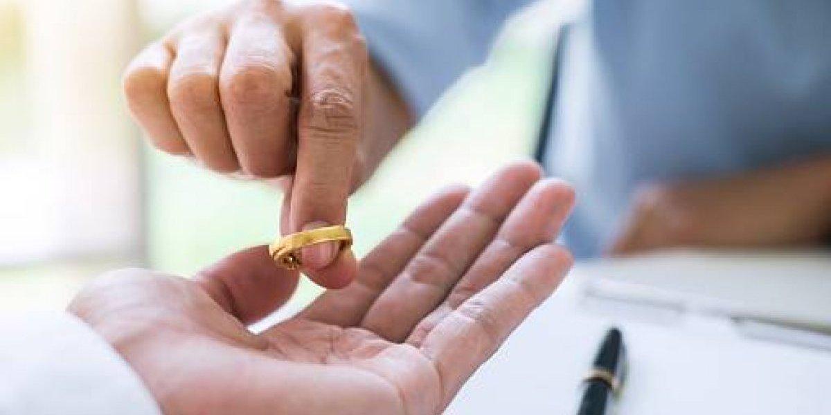 Juez realiza divorcio colectivo en Cadereyta, Nuevo León