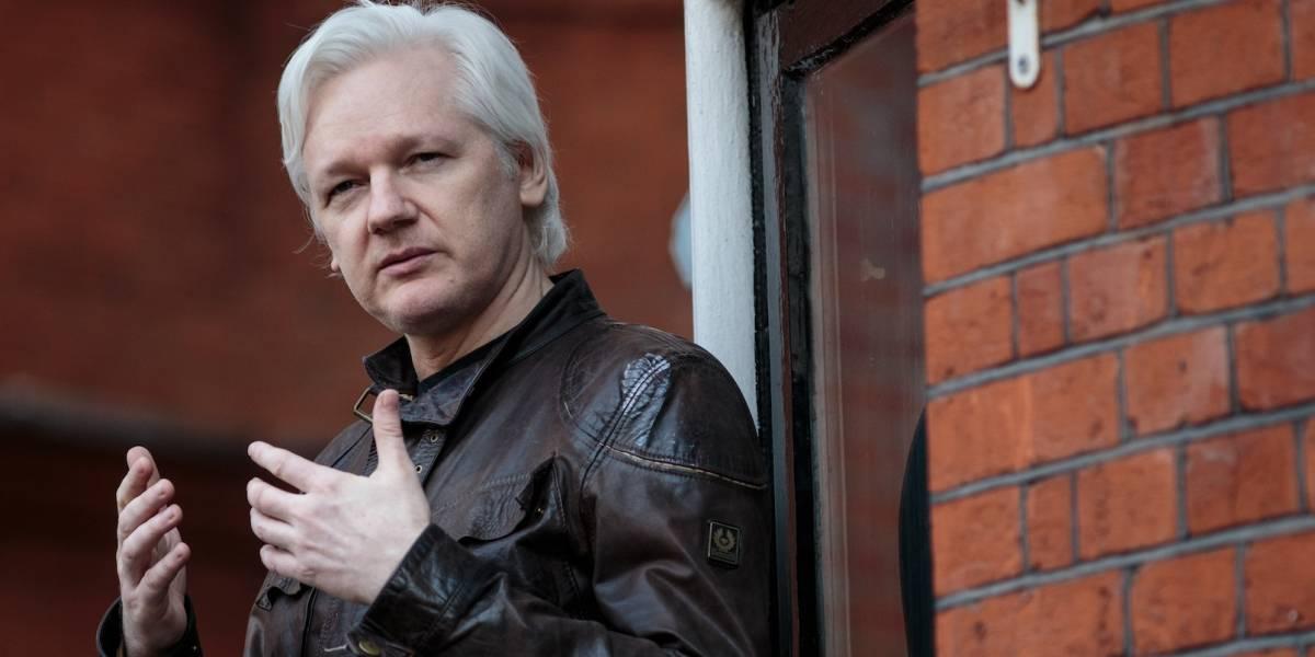 Julian Assange puede salir de la embajada de Ecuador: Lenín Moreno