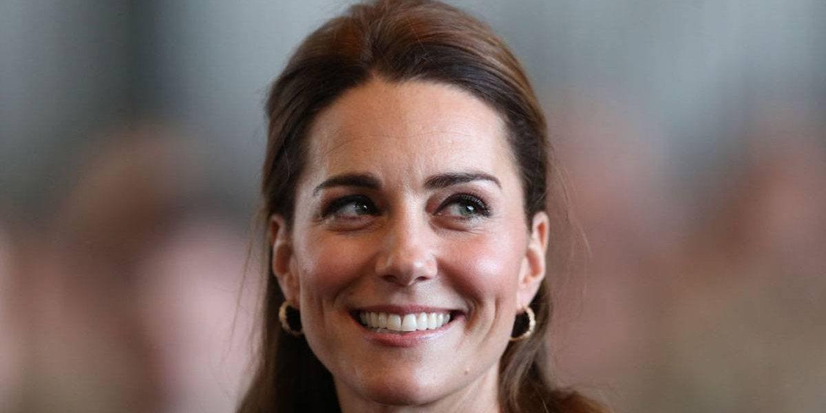 O lindo vestido usado por Kate Middleton em uma festa real para o príncipe Charles