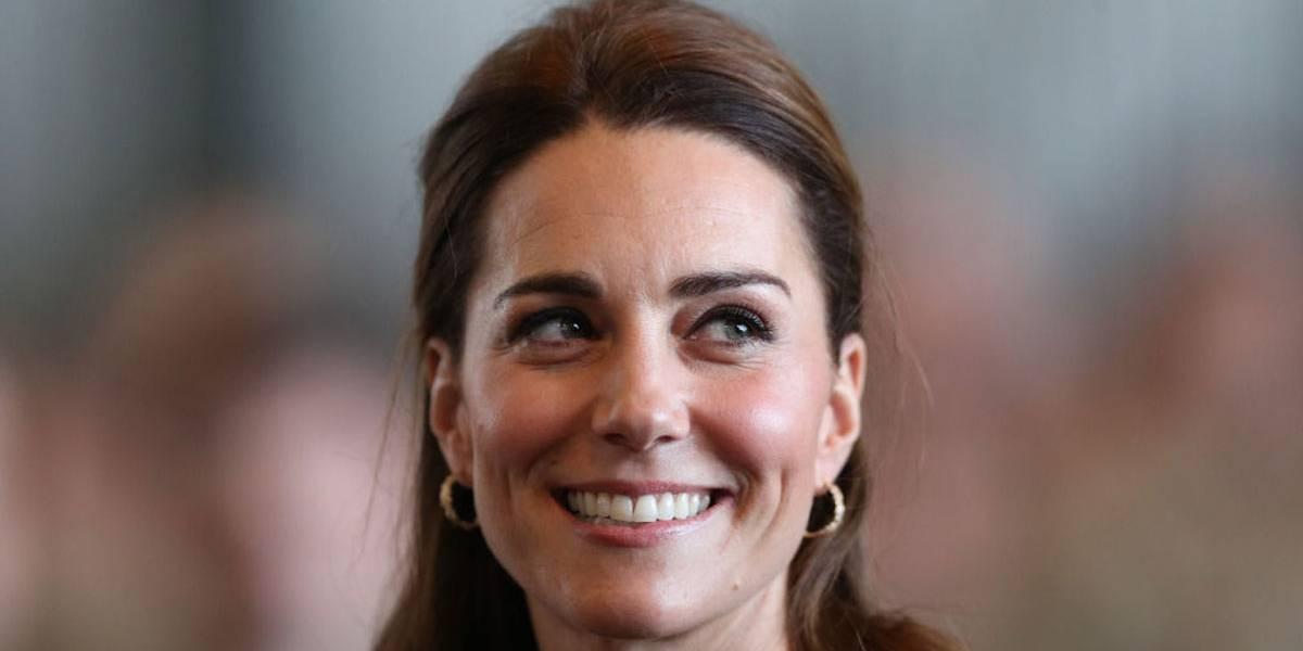 Kate Middleton usa vestido romântico e tiara preferida da princesa Diana em cerimônia em Buckingham