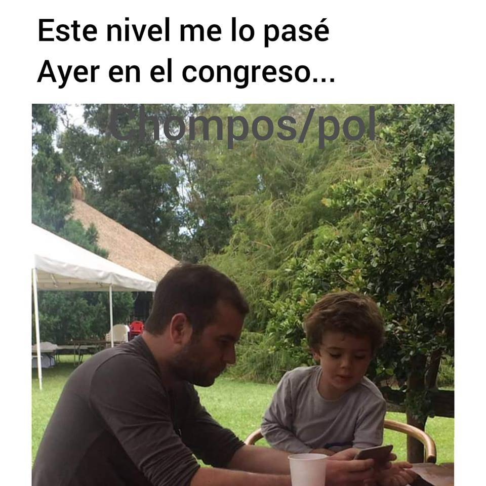 Congresista colombiano es sorprendido jugando en su celular en plena sesión