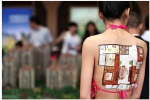 https://www.metrojornal.com.br/social/2018/12/06/video-chineses-pintam-plantas-de-apartamentos-nas-costas-de-modelos-seminuas-para-atrair-clientes.html