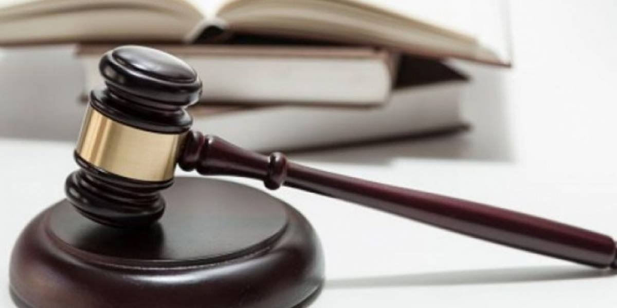 Radican cargos contra mujer que roció con ácido a su pareja