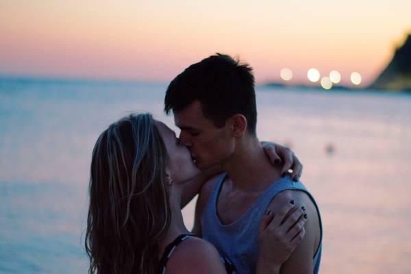 ¿Un beso no es infidelidad Esto es lo que opinan algunos hombres, según reveló estudio