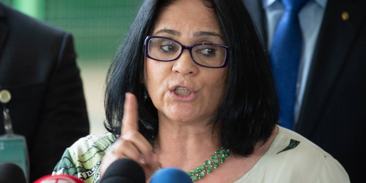 Damares Alves desmente que teria pedido para deixar governo Bolsonaro