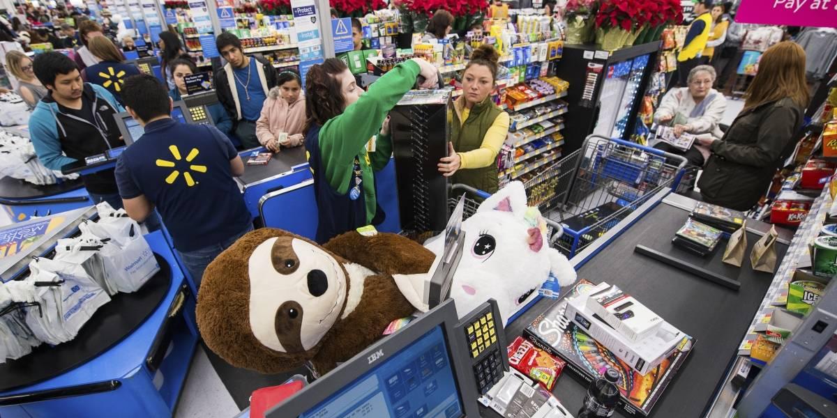 Con todo el espíritu navideño: actor pagó millonarias deudas en regalos a clientes de Walmart
