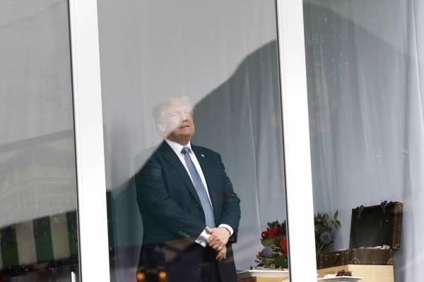 l presidente Donald Trump observa desde el viernes 14 de julio de 2017 el Abierto Femenil de Estados Unidos en el Trump National Golf Club en Bedminster, Nueva Jersey