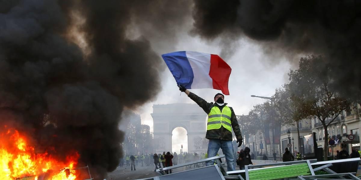 """Máxima tensión en Francia: gobierno se prepara para nueva arremetida de los """"chalecos amarillos"""""""