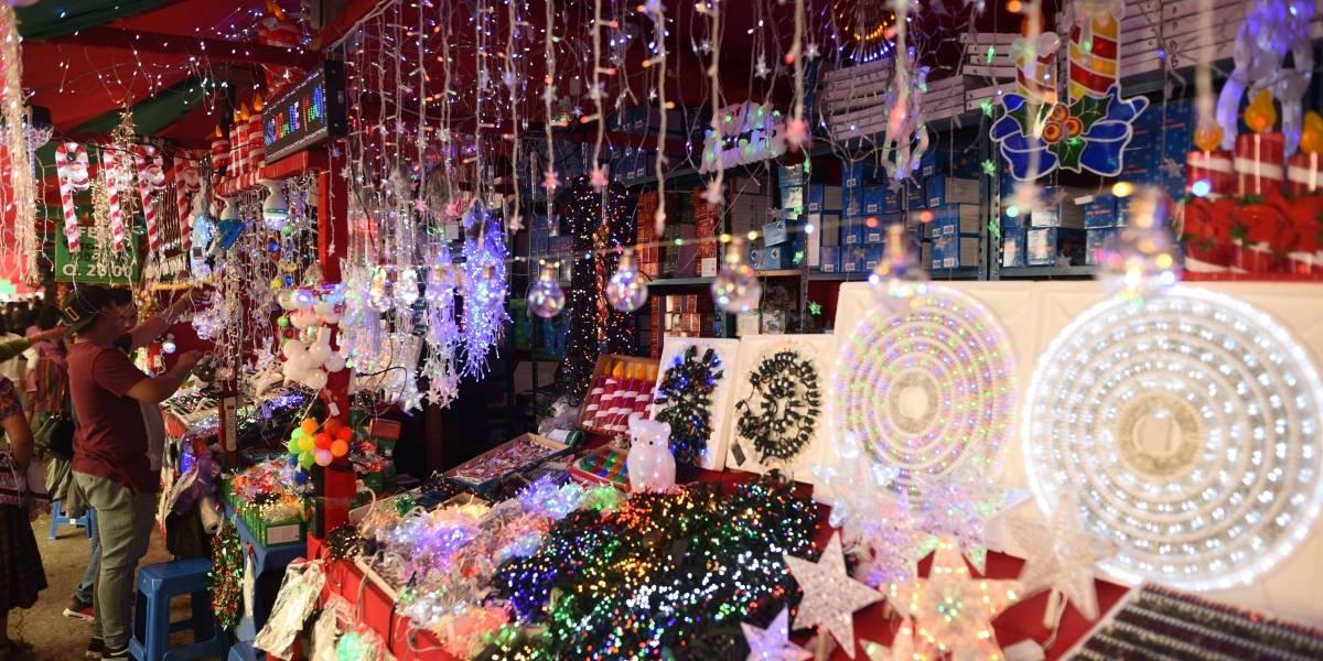 EN IMÁGENES. Productos navideños invaden calles del Centro Histórico