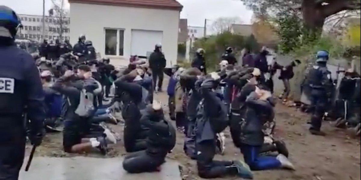 """Las imágenes que indignan a Francia: el """"chocante"""" video de un arresto masivo de estudiantes"""