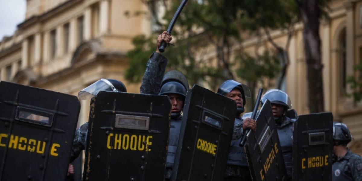 Al menos 12 muertos en intento de asalto a dos bancos con toma de rehenes en Brasil