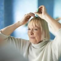 ¿Se te cae el cabello? Usa este eficaz remedio con vinagre de manzana