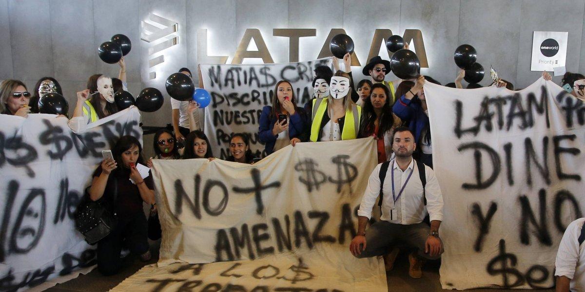 Trabajadores de Latam iniciaron huelga