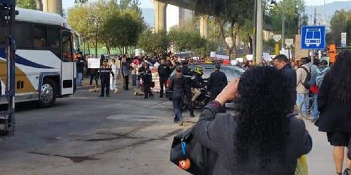 Manifestantes exigen reconstrucción de escuela dañada por el sismo 19-S