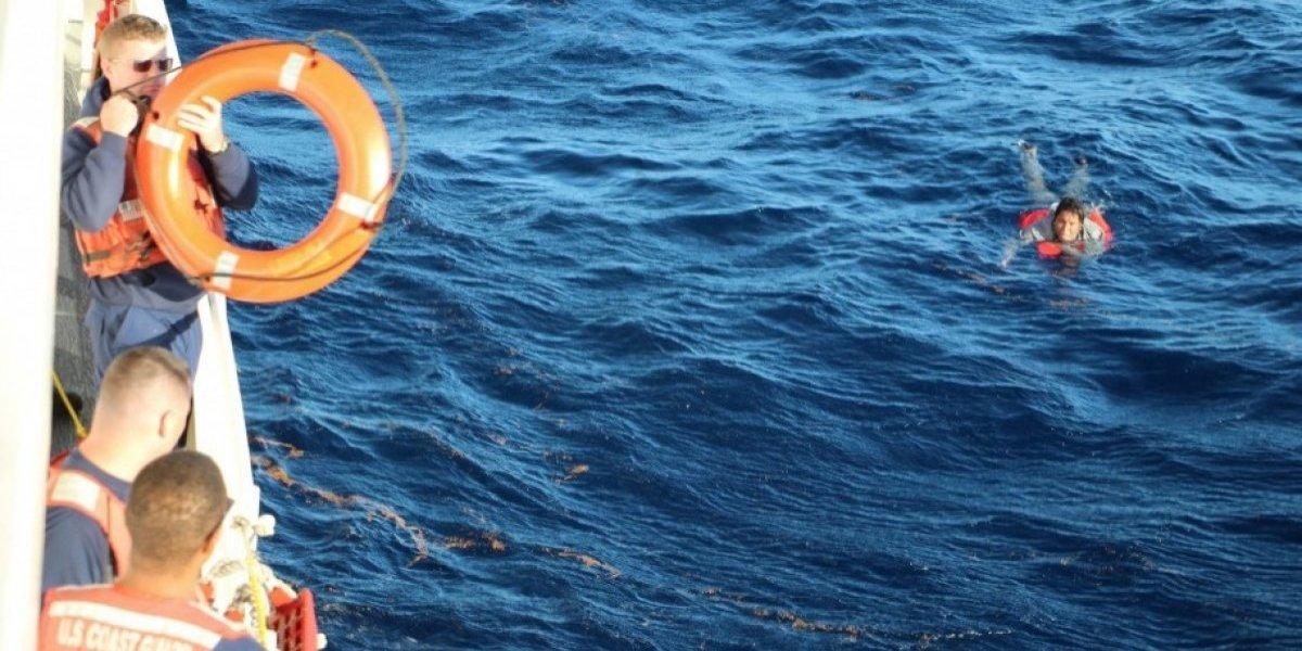 Buscan sobrevivientes de yola volcada en aguas República Dominicana