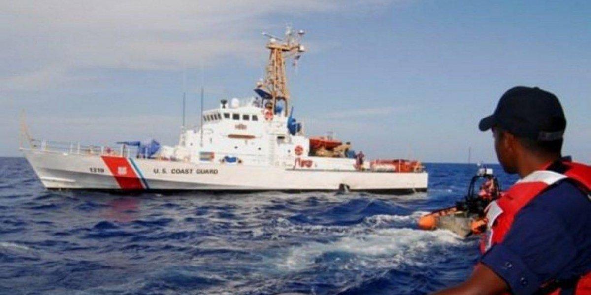 Buscan sobrevivientes de yola volcada en aguas de República Dominicana