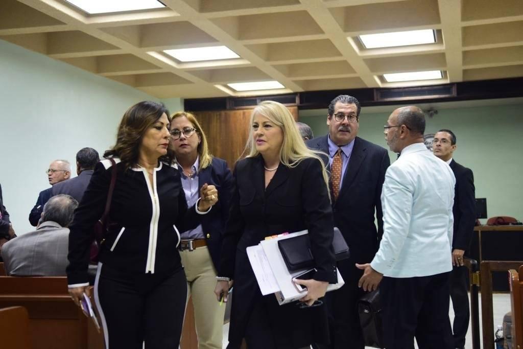 La secretaria de Justicia, Wanda Vázquez Garced, sale de la Sala 904 del Tribunal de Primera Instancia en San Juan, luego de la jueza Jazdel Ramos Colón no encontrara causa para arresto en ninguno de los cargos que le imputaban. / Foto: Dennis Jones